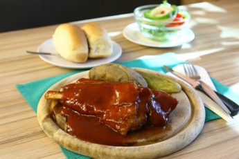 創業1968年  メディアが取り上げない古きレストランのBBQスペアリブ が絶品 | Florida Restaurantのサムネイル画像