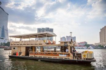 一流のタイ料理と共にチャオプラヤークルーズ スパンニガークルーズ(Supanniga Cruise)のツアー画像