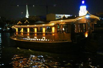 高級タイ料理店バーンカニタ(Baan Khanitha)のチャオプラヤーディナークルーズのツアー画像