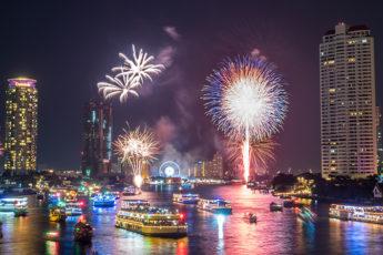 2018-2019  バンコクのカウントダウンはチャオプラヤーディナークルーズでのサムネイル画像